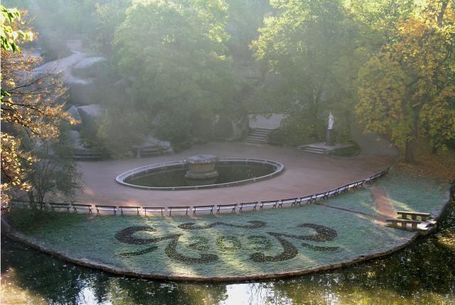 Рассвет в Софиевке. На Площади Собраний