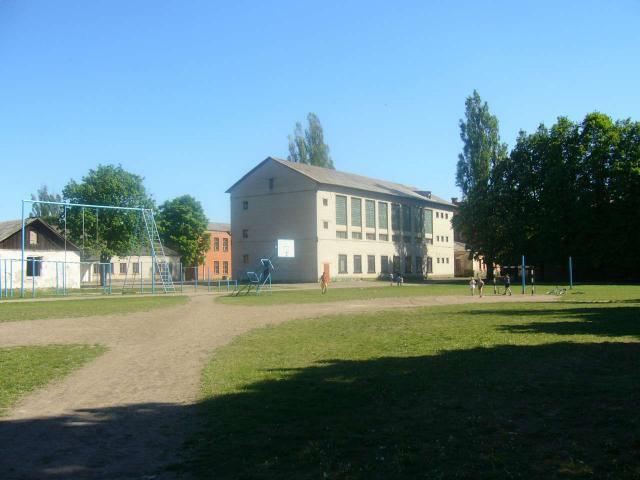 Во дворе школы