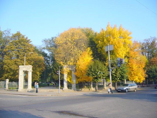Старый вход в городской парк